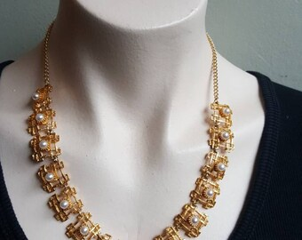 Elegant Vintage Gold Tone and Faux Imitation Pearl Geometric Collar Necklace