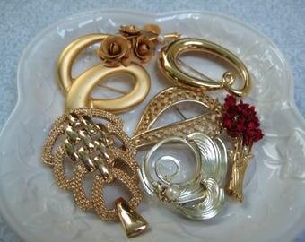 Vintage Brooch Bouquet Kit, DIY Kit, Wedding Bride, Vintage Pins, Resale Retro, Bouquet Supply,Repurpose Lot, Wearable, Craft Lot, Gold tone