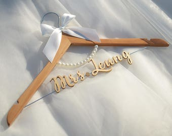Personalized Wedding Hanger with Pearls, Bridal Shower Gift, Wedding Gift, Bridal Hanger with Laser Cut Wood Name, Bride Name hanger vet0012