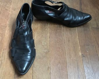 vintage 90s 97 wild pair black leather cut out t strap womens shoes size 7B made in brazil