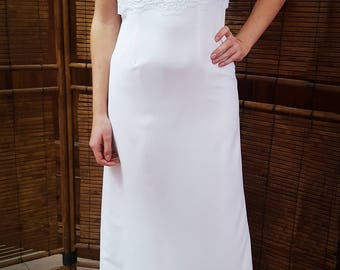 White wedding dress in crèpe fabric, with lace rebrodè