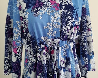 1960's Pretty vintage floral relaxed lounge dress