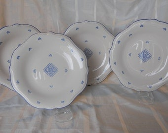 "Pfaltzgraff ""Maison Blue"" 11-1/2"" dinner plates - set of 4  Made in USA Blue flowers in center"