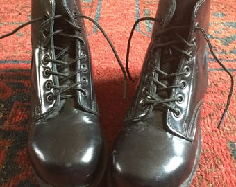 Vintage Canadian Womens Chunky Black Leather lace up Combat Boots Size 4 (215/88) Near Mint Condition