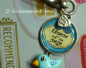 "Key ring with 25 mm epoxy cabochon ""maman est un ange"" (Mom is an angel) writing, blue kawaii bird in polymer clay and beads"