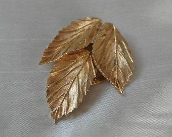 Vintage 3 leaf gold tone scarf clip - signed R537