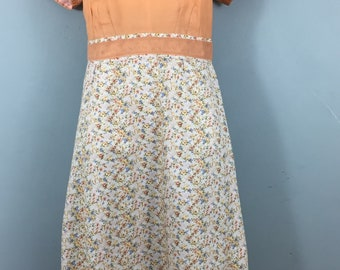 Vintage hand made peach white ditsy floral dress UK 14/16 Crisp fabric