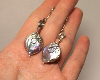 Large baroque pearls earrings, pearl earrings, lilac pearl earrings, long earrings