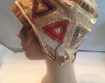 Cloche 1920's silk and felt hat by Lady Supreme