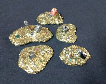 Fantasy Gold Treasure Pile RPG Dungeon Loot D&D Miniatures Weapons Armor Tabletop Mini