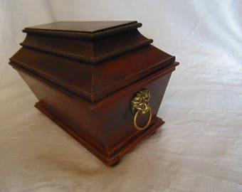 Vintage wooden trinket / jewellery box