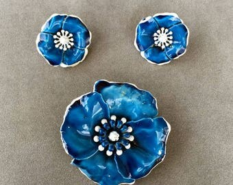 ART Signed Blue Flower Jewelry Set, Brooch and Earrings, Art-Mode, ART©, Hibiscus