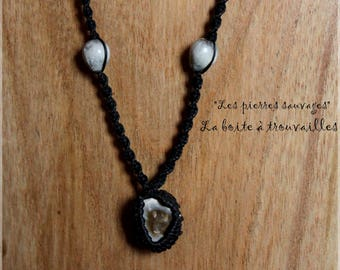 """""""The wild pebbles"""" necklace in black macramé and seed collection"""
