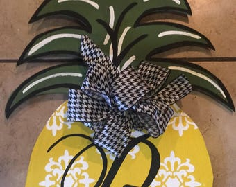 Pineapple door sign
