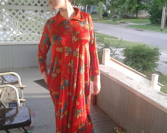 1970s Red Floral Dress zippered Lounge Robe Margo Fashions %100 acetate