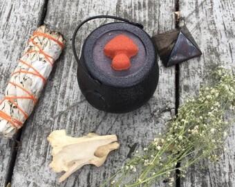 Eye of Newt cauldron bath bomb - vanilla black currant scented - shimmery