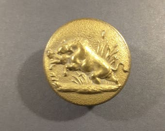 1900's French hunting button of a wild boar.