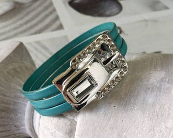 Bracelet with a jewel rhinestone turquoise leather loop