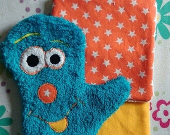 Funny kids washcloth with its two wipes