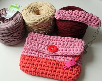 Pink knitted hand bag
