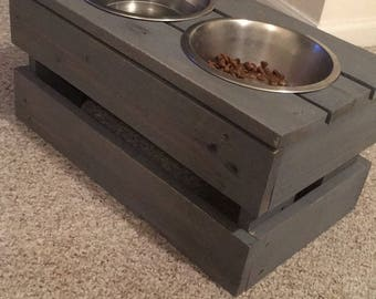 Pallet dog bowl stand with stainless bowls