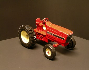 Vintage ERTL International Harvester 1:16 Toy Tractor