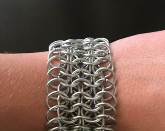6 by 1 Medal Chainmail Bracelet