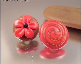 Ginnovations lampwork, Caramel Apple Glass Shank Button Pair
