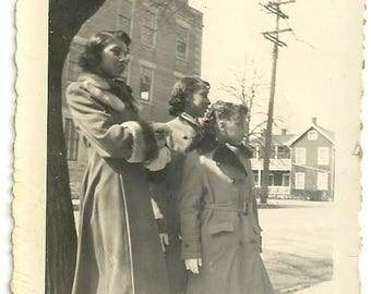 Vernacular black family sisters african american dress clothes amateur vintage photo
