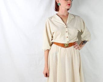 1970's Gold Dot Dress with Button Up Bodice in XL Plus Size . Textured Polka Dot Dress . Comfortable and Fitting . Beige Ivory . Classic