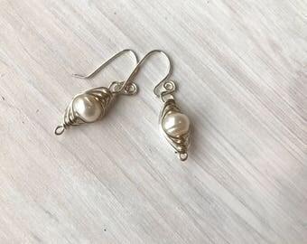 herringbone pearl earrings, wire wrapped pearls, pearl earrings, bridal earrings, wedding jewelry, bridal jewelry, classic pearls