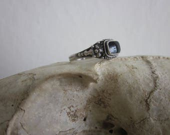 Sterling Silver pebbled Balinese and Black Onyx ring sz. 7
