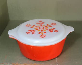 Pyrex Friendship Covered Casserole Refrigerator Dish 472 Pyrex Friendship 1 1/2 Pint With Lid Red over Milk-glass  VINTAGE by Plantdreaming