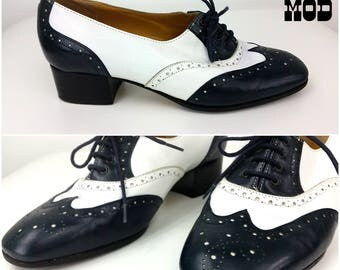 Vintage 60s Navy Blue & White Leather Oxfords Spectator Lace Up Tie Shoes