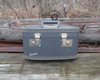 Fam-Line Train Case Suitcase Luggage Vintage Distressed 1950's Makeup