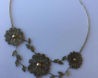 Vintage 1970s silver filigree statement bib style flower and leaf necklace - hippy