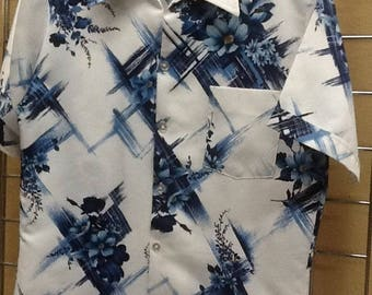Vintage Men's 70's Button up Collared Shirt Made by Triumph Size Medium