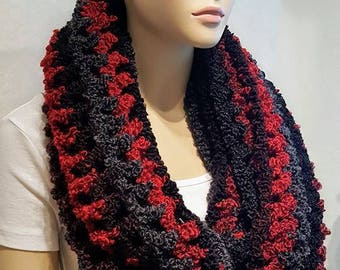 Black Red Crochet Infinity Scarf, Chunky Crochet Infinity Scarf, Bulky Scarf, Oversized Scarf, Crochet Scarf, Black Scarf, Red Scarf, Plush