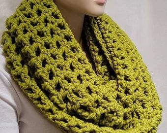 Green Crochet Infinity Scarf,Chunky Infinity Scarf, Infinity Scarf, Green Chunky Crochet Scarf, Infinity Scarf, Crochet, Winter Wool Scarf