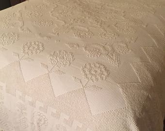 Vintage Farmhouse Hobnail Bedspread - Beautiful Bates Fringed Coverlet - Cotton, Off White