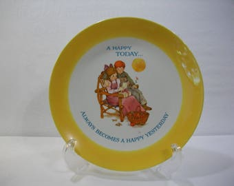 Keepsake Dear Hearts Limited Edition 1973 Decorative Gibson Greetings Cards Collectors Plate, A Happy Today Always Becomes A Happy Yesterday