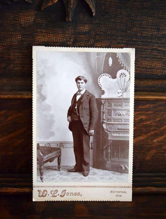 Willie Ingraham ~ Antique photograph, Portrait, Victorian, Edwardian, Politician, Banker