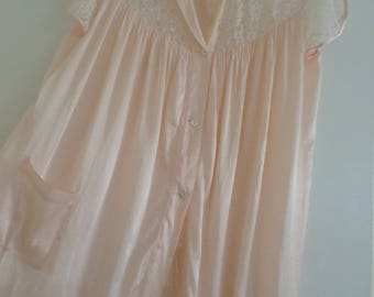 Barbizon NIGHT SHIRT/LACE/Baby Pink/Vintage/Size 12/Buttons