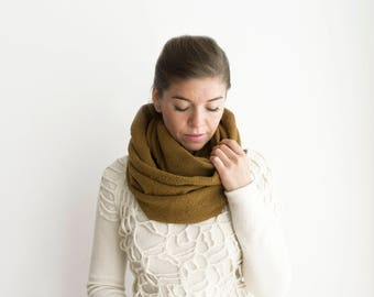 Infinity loop neckwarmer light brown
