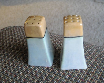 Vintage Japan salt and pepper shakers.