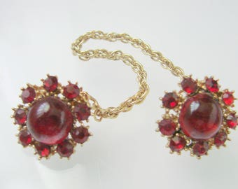 1950s Vintage Garnet Red Rhinestone Sweater Guard / Sweater Clips / Large Cabochon Glass Stones / Fashion / Goldtone / Jewelry / Jewellery