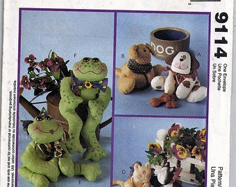 Bean Bag Pal Designs Dogs, Cats, and Frogs /  McCall's Crafts Uncut Sewing Pattern 9114