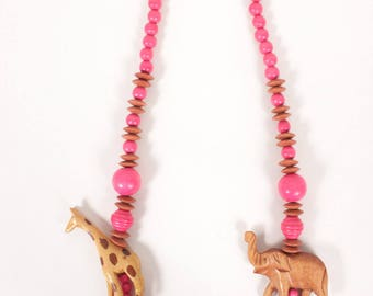 VINTAGE 80s African Pink Wooden Beaded Safari Statement Necklace | Tropical Resort Elephant Giraffe Necklace | Estate Jewelry