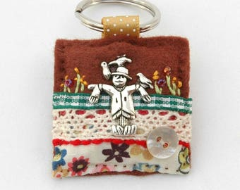 scarecrow, scarecrow keyring, autumn gift ideas, gifts for gardeners, gardening keyring, accessories for her, unique small gifts, fall gifts