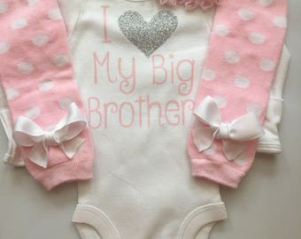 Baby Girl outfit -little sister outfit - Little sister bodysuit - newborn girl coming home outfit - I love my big brother